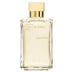 A scent to caress the senses and relax the body, making it as easy as breathing for the skin to smell good.