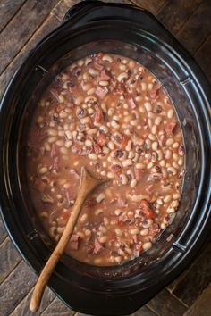 Make a new tradition with these Slow Cooker New Year's Day Black-Eyed Peas and bring yourself good luck! Make a new tradition with these Slow Cooker New Year's Day Black-Eyed Peas and bring yourself good luck! Black Eye Peas Crockpot, Black Eyed Peas Recipe Crock Pot, New Year Black Eyed Peas Recipe, Slow Cooker Recipes, Crockpot Recipes, Cooking Recipes, Crockpot Dishes, Diet Recipes, Blackeyed Pea Recipes