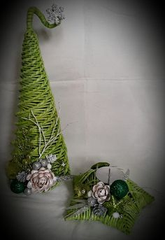 Christmas Crafts, Xmas, Christmas Ornaments, Natal Diy, Diy And Crafts, Paper Crafts, Plant Hanger, Terrarium, Recycling