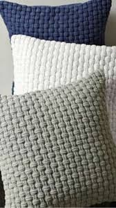Resultado de imagen para patronen breien/haken met big ribbon Basket Weave Crochet Pattern, Pouf En Crochet, Crochet Pillow Pattern, Crochet Cushions, Knit Pillow, Crochet Home, Free Crochet, Crochet Patterns, Free Knitting