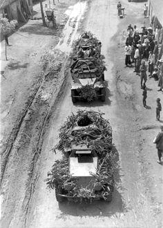 Sd.Kfz. 221 leichter Panzerspähwagen (4-Rad) Colonne d'auto-blindées allemandes…