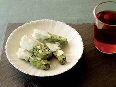 なかしま しほ さんの卵を使った「抹茶とホワイトチョコのビスコッティ」。マカダミアナッツと抹茶を混ぜて、仕上げにホワイトチョコでコーティングすることで、味と食感の変化が楽しいビスコッティができあがります。紅茶や日本茶にもピッタリです。 NHK「きょうの料理」で放送された料理レシピや献立が満載。
