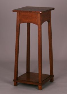 American Manufacturing Co tall pedestal plant stand. Craftsman Style Exterior, Craftsman Kitchen, Craftsman Bungalows, Arts And Crafts Furniture, Furniture Projects, Diy Projects, Mission Furniture, Craftsman Furniture, Bungalow Interiors