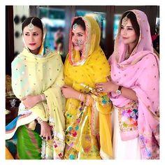 Chunni and maang tikka Punjabi Salwar Suits, Punjabi Dress, Patiala Salwar, Anarkali, Sharara, Indian Suits, Indian Attire, Indian Dresses, Indian Wear