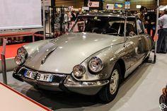#Citroën #DS à Epoqu'Auto à Lyon Reportage complet : http://newsdanciennes.com/2015/11/09/grand-format-epoquauto-2015/ #Voitures #Anciennes #Vintage #ClassicCars @salonepoquauto