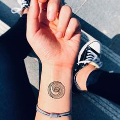 Small stop watch girly stopwatch vintage tattoo design. Safe and non-toxic, waterproof temporary tattoo sticker. Lasts Days. Koru Tattoo, Maori Tattoo Arm, Tattoo Arm Frau, Armband Tattoo, Thai Tattoo, Tattoo Hand, Tattoo Symbols, Samoan Tattoo, Stop Watch Tattoo
