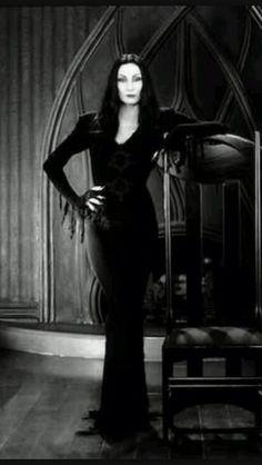 la famille addams costumes gowns pinterest famille adams fond ecran halloween et gothique. Black Bedroom Furniture Sets. Home Design Ideas