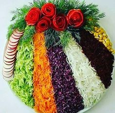 Cum sa decorezi salata de boeuf anul acesta – Idei spectaculoase Check more at w… How to Decorate Beef Salad This Year – Spectacular Ideas Check more at www. Meat Trays, Veggie Platters, Party Food Platters, Food Trays, Veggie Tray, Fruit Trays, Veggie Food, Creative Food Art, Beef Salad