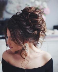 'Granny' Hair Trend: Young Women Are Dyeing Their Hair Gray - Peinados Grad Hairstyles, Quince Hairstyles, Bridesmaid Updo Hairstyles, Brunette Hairstyles, Christmas Hairstyles, Hairstyle Ideas, Messy Wedding Hair, Wedding Hair And Makeup, Granny Hair Trend
