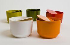 design finlandais : Fiskars, récipients objet de cuisine, plastique, vaisselle