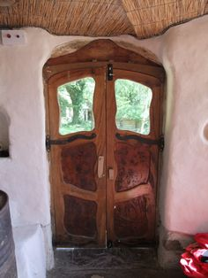 Freeform cob house door. These would make fabulous entrance gates, too.