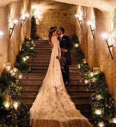 33 Gorgeous Cute Wedding Photos Bride And Groom Wedding Groom, Wedding Ceremony, Wedding Gowns, Rustic Wedding, Wedding Chair Decorations, Arch Decoration, Vogue, Instagram Wedding, Indoor Wedding