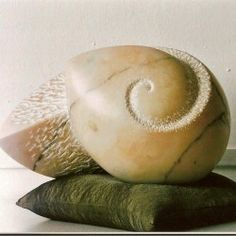 All-een 2005, opdracht in Portugeese marmer (29x19x21) Stone Sculpture, Sculpture Art, Jean Arp, Stone Carving, Clay Art, Artists, Sculpture, Sculpey Clay, Soapstone