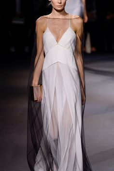 Vionnet Spring 2016 RTWSee slideshow and review…
