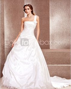 Just as pregnant brides should put on maternity wedding dresses, every bride also ought to pick out their own special and fitted wedding dresses. Here is the One Shoulder Cathedral Lace-up Princess Wedding Dresses With Flowers right for you. Strapless gown with sweetheart pleated asymmetrical bodice,