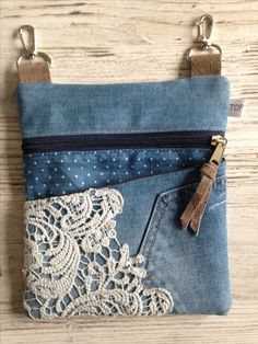 Good Photographs lace-jeans Style I love Jeans ! And a lot more I want to sew… Good Photographs lace-jeans Style I love Jeans ! And a lot more I want to sew my own, personal Jeans. Next Jeans Sew Along I am plan Lace Jeans, Diy Bags Purses, Women's Bags, Denim Handbags, Denim Purse, Denim Tote Bags, Denim Crafts, Upcycled Crafts, Patchwork Bags