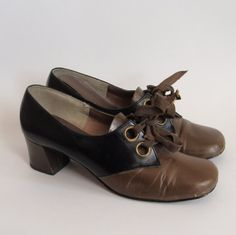 1960s OLIVE and Black Leather Lace-up Oxford Heels with Ribbon Laces
