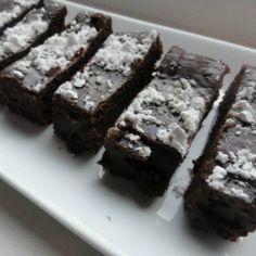 Healthy Chocolate Brownie Bites taste more like mini flourless chocolate cakes! Who's complaining?!