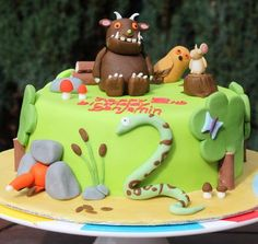 Here is a Gruffalo cake featuring the Gruffalo, mouse, fox, snake and pals. All totally edible. Celebration Cakes, Birthday Celebration, 1st Birthday Cakes, Birthday Ideas, Third Birthday, Gruffalo Party, Snake Cakes, Woodland Cake, Jungle Cake