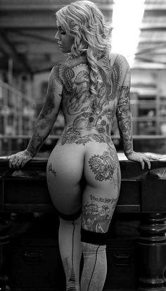 Beauty in ink Tattoo Girls, Sexy Tattoos For Girls, Inked Girls, Girl Tattoos, Woman Tattoos, Hot Tattoos, Body Art Tattoos, Mujeres Tattoo, Geniale Tattoos
