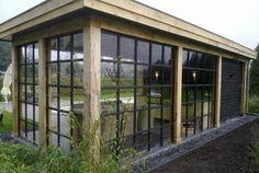 Stalen wanden voor tuinhuisje.Voor meer informatie kijk op www.renehoutman.nl