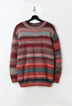 Modèle femme - Pull rayé multicolore - Modèles gratuits • Pingouin Tweed, Pull Torsadé, Pulls, Female Models, Men Sweater, Style Inspiration, Pullover, Knitting, Sweaters
