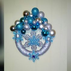 #DIY #wreath #christmaswreath #silverandblue