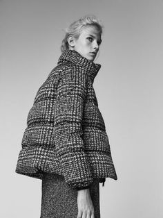 The most elegant women's outerwear at Massimo Dutti. Find Spring Summer 2019 checked, fur or suede coats and puffer or denim jackets for a timeless style.Coat is too great. Coats For Women, Jackets For Women, Clothes For Women, Red Bomber Jacket, Moda Formal, Casual Street Style, Outerwear Women, Fashion Outfits, Womens Fashion