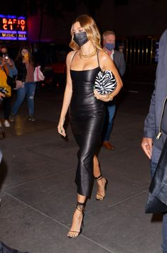 Celebrity Sightings In New York City - October 17, 2020 Estilo Hailey Baldwin, Hailey Baldwin Style, Looks Street Style, Looks Style, Elegantes Outfit Frau, Estilo Gigi Hadid, Modelos Fashion, Leather Dresses, Celebrity Outfits