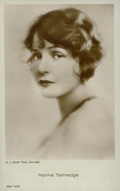 Norma, a silent movie starlet.