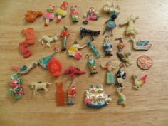 33 Vintage Celluloid Cracker Jack Charms Gumball Premium Prize Toy Lot