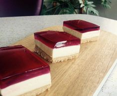 Recipe Raspberry Jelly & Lemon Cheesecake Slice by Mrs_Squibble, learn to make this recipe easily in your kitchen machine and discover other Thermomix recipes in Desserts & sweets. Thermomix Cheesecake, Jelly Cheesecake, No Bake Lemon Cheesecake, Jelly Cake, Thermomix Desserts, Homemade Cheesecake, Jelly Recipes, Sweets Recipes, Jelly Slice