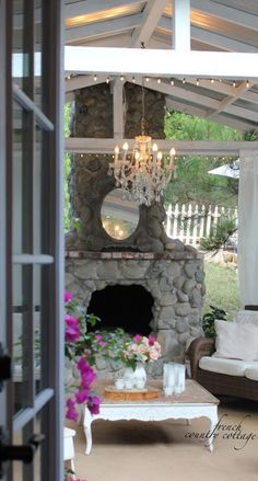 FRENCH COUNTRY COTTAGE: A fresh look on the patio