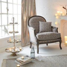 Der große und gemütliche Sessel ist perfekt für einen ruhigen Abend Zuhause. Lehnen Sie sich zurück und entspannen Sie sich auf diesem Prachtstück.