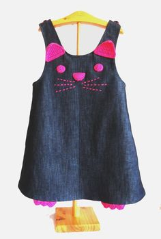 denim cat dress cat pinafore denim and crochet by pipocass and like OMG! get some yourself some pawtastic adorable cat apparel! Baby Girl Dress Patterns, Little Girl Dresses, Baby Dress, The Dress, Cat Dresses, Girls Dresses, Girls Denim Dress, Kids Frocks, Kids Outfits