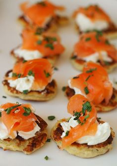 Smoked salmon on tattie scones is the Scottish version of the traditional blinis classic but better! Brunch Recipes, Appetizer Recipes, Party Recipes, Smoked Salmon Appetizer, Smoked Salmon Canapes, Burns Supper, Party Food Platters, Food Buffet, Snacks Für Party