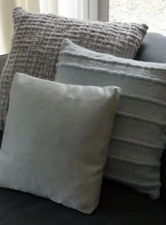 Wat mooie grijze kussens voor op je bank. Geeft een mooiere uitstraling dan een hele lege bank.