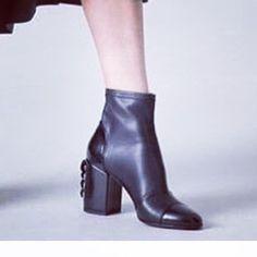 a23998cfcd3e Boots en cuir à talons fantaisie Greymer. Disponibles uniquement à la  boutique Rivoli www.
