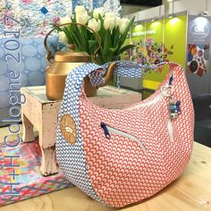 Meine neue Lieblingstasche (Allie and Me design) Diy Handbag, Diy Purse, Louis Vuitton Handbags, Purses And Handbags, Sewing Room Storage, Diy Mode, Sewing Projects For Kids, Tote Backpack, Sewing Blogs