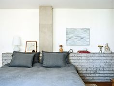São Paulo apartment bedroom with concrete headboard