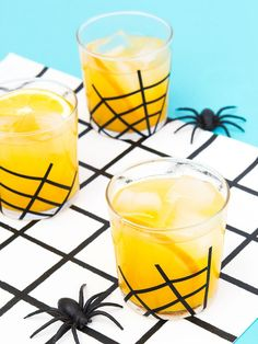 Vanilla Spiced Gin And Orange Juice Cocktail With Diy Spider Glassware Get Ready For Halloween With This Delicious Spiced Gin And Tangerine Juice Cocktail Complete With Easy Diy Spider Web Glassware Costume Halloween, Table Halloween, Easy Halloween Decorations, Halloween Party Decor, Holidays Halloween, Scary Halloween, Spider Costume, Spooky Scary, Homemade Halloween