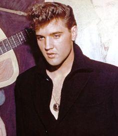 Elvis Presley before the famous beautiful black mane.....