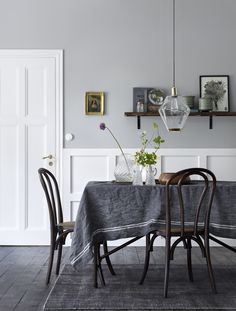 Linen Drawer is very proud to launch their new range of Natural Pure Linen tabling! Now you can elevate your dining experience with beautiful linen to impress! Beautiful Interior Design, Room Interior Design, Dining Room Design, Dining Area, Dining Room Inspiration, Home Decor Inspiration, Dining Furniture, Dining Chairs, Dinner Room
