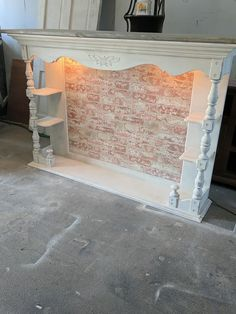 Latest Pic Faux Fireplace dresser Suggestions If you're similar to urban apartment dwellers, you're dealing with limited space, finishings you Faux Fireplace Mantels, Modern Fireplace, Fireplaces, Mantles, Fireplace Ideas, Repurposed Furniture, Rustic Furniture, Diy Furniture, Furniture Projects