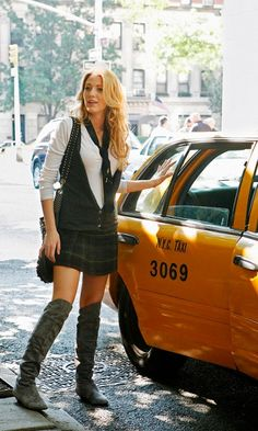 Blake Lively As Serena Van Der Woodsen Wears Her School Uniform In A Chic And Stylish Fashion, 2007