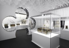 Louis Vuitton-Carnavalet is a scenography exhibition by which Jean Marc Gady has found a way to demonstrate the skill of an interior designer