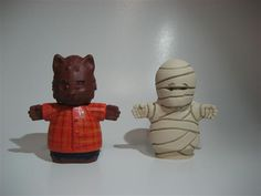 I've been ask by a few people for a close up of Wolfman and Mummy, so here it is!