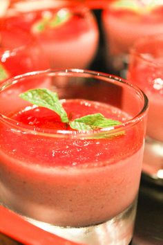 Watemelon Board watermelon recipes that fall into the Beverages category. Please enjoy these exciting and tasty watermelon recipes! Watermelon Margarita, Frozen Watermelon, Jalapeno Margarita, Margarita Cocktail, Cherry Margarita, Watermelon Cooler, Watermelon Smoothies, Watermelon Recipes, Divas Can Cook