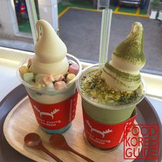 Mint Choco Parfait & Green Tea Parfait (민트초코파르페 & 그린티파르페) from Miki Pang (미키팡) in Seoul. More information in the No.1 food guide in Korea Food Korea Guide.