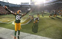 The Green Bay Packers are an American Football team based in Green Bay, Wisconsin. Play at Lambeau. Green Bay Packers, Packers Baby, Go Packers, Packers Football, Nfl Green Bay, Football Season, Football Team, Donald Driver, Win Or Lose